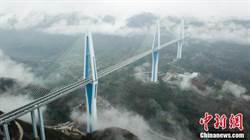 世界最高混凝土高塔橋平塘特大橋建成通車