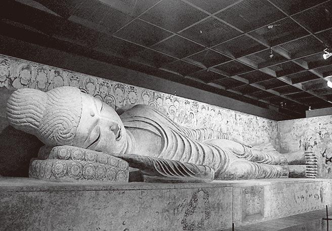 2017年,科博館推出《敦煌風華再現-續說石窟故事特展》,打造一尊長13公尺涅槃臥佛。(本報系資料照片)