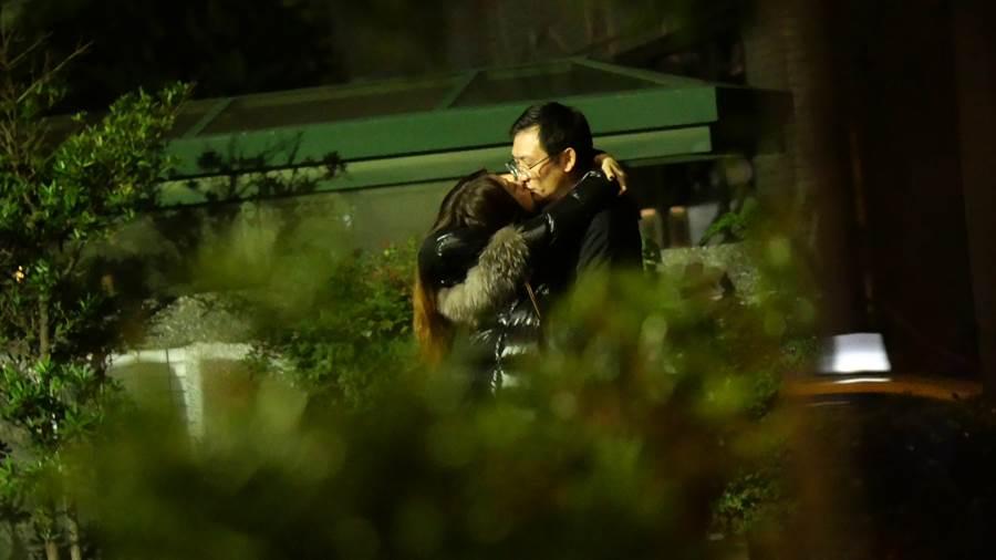 陳綺貞被拍到和眼鏡男熱吻。(圖/CTWANT提供)
