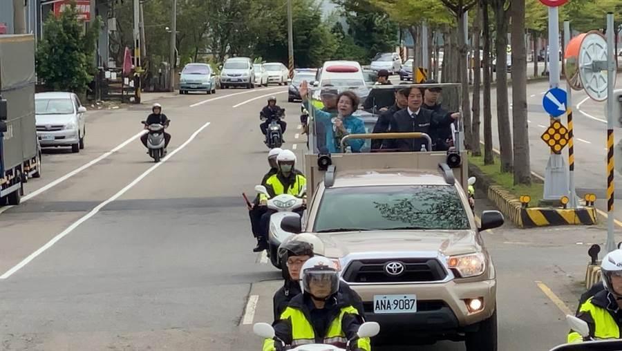 賴清德、黃秀芳上午在彰化市進行車隊掃街拜票。(謝瓊雲攝)