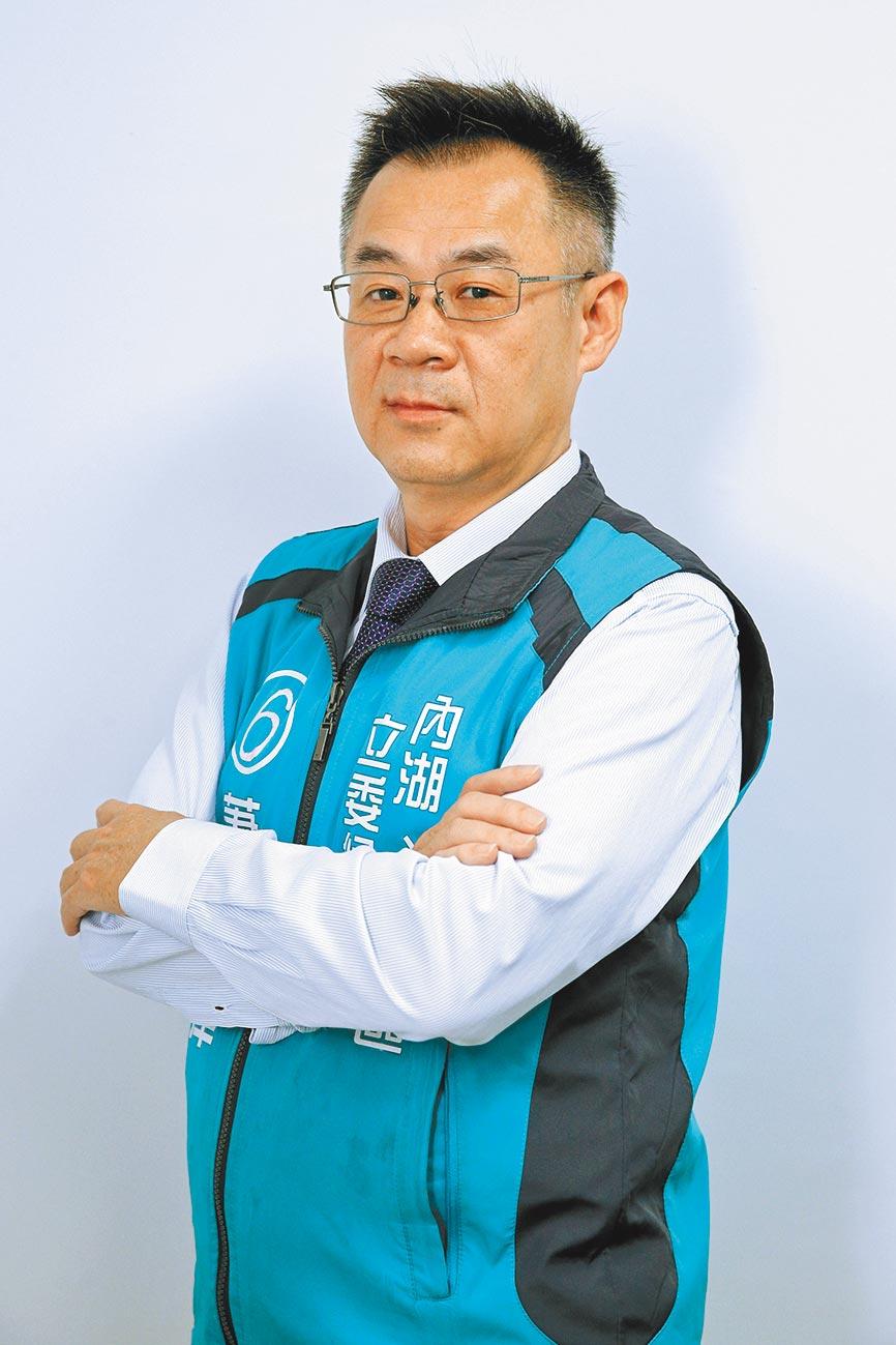 2020立委選舉,台北市第四選區喜樂島聯盟提名律師蕭蒼澤出馬,面對藍綠相爭,蕭蒼澤呼籲選民超越藍綠,給政治素人機會,讓具有律師身份和關懷弱勢經驗的他,為港湖地區打造不一樣的未來。(黃世麒攝)