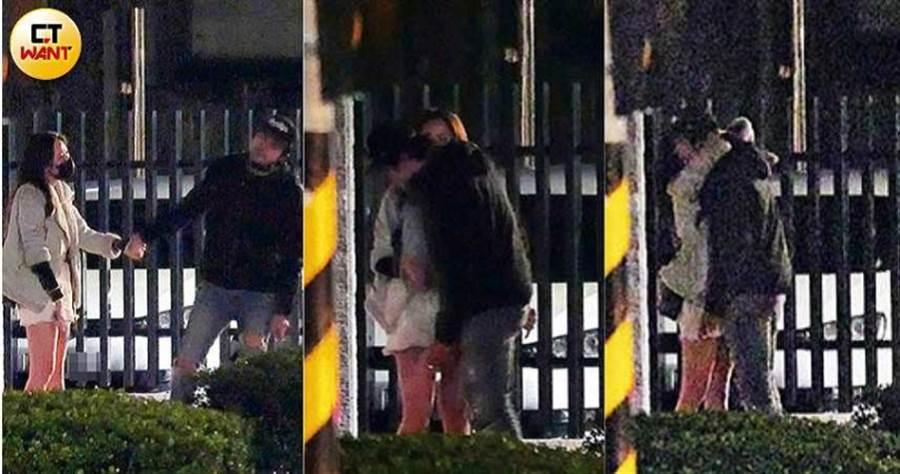 兩人離情依依的又是牽手又是擁抱,最後還疑似接吻。(圖/本刊攝影組)
