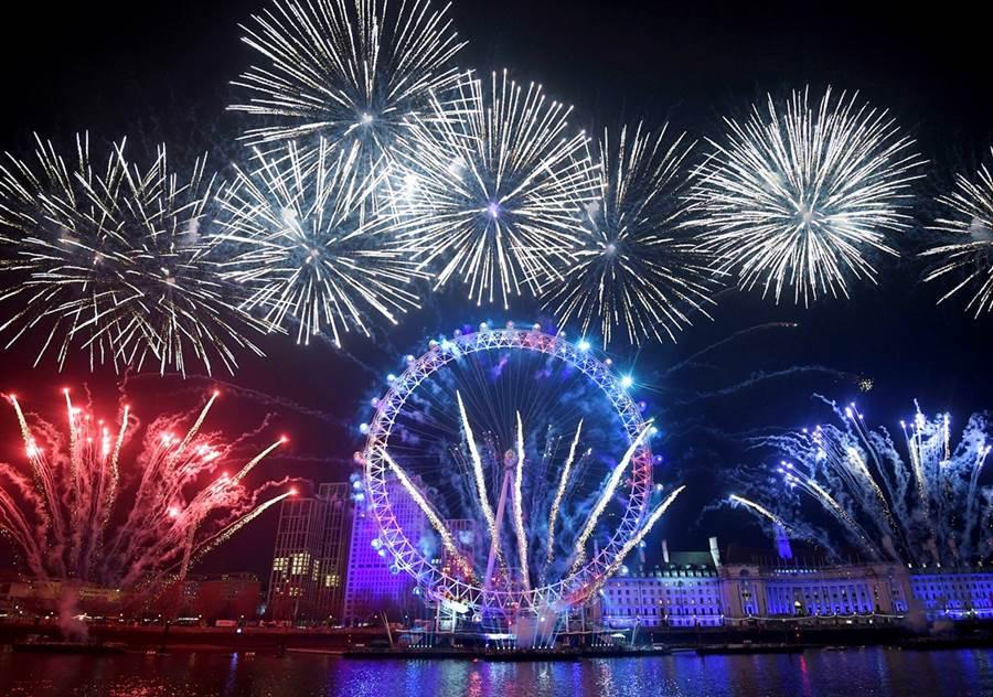 2020倫敦煙火秀。(圖/路透社)