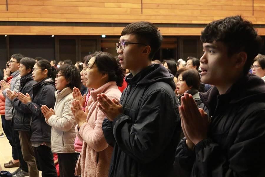農禪寺元旦的早課,吸引500多位民眾參加。(法鼓山提供)