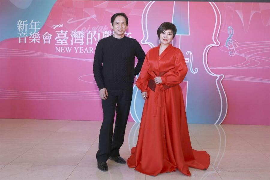 殷正洋(左)、唐美雲相見歡。(民視提供)