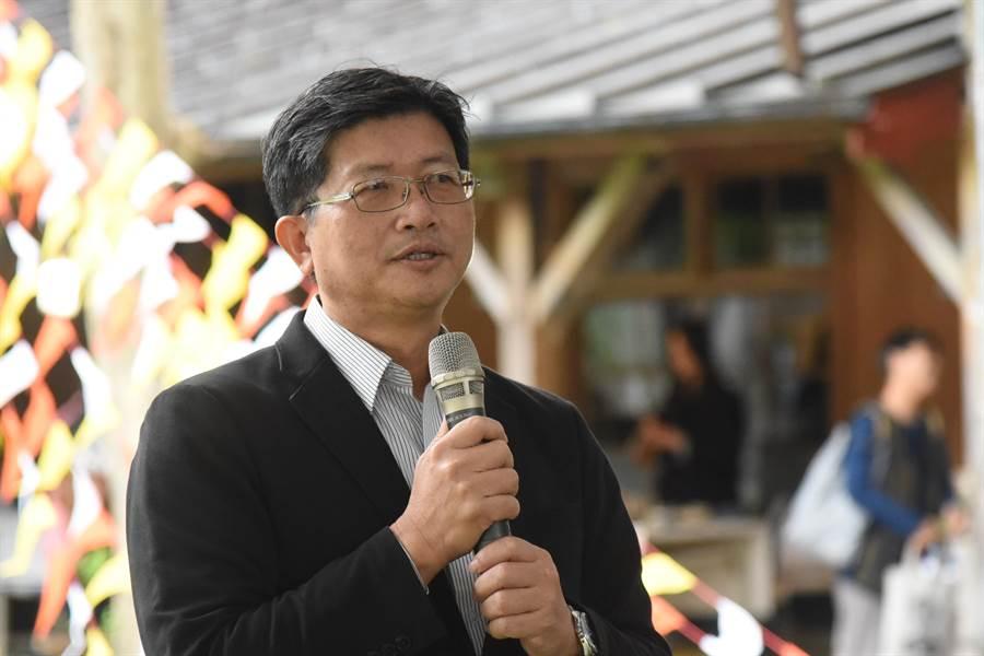 國立台東美學館長李吉崇表示,2月將成立花蓮文創園區轉型專案辦公室,最快今年10月就可完成轉型工作。(王昱凱攝)