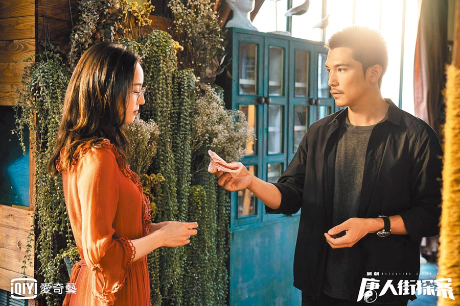 邱澤(右)和張鈞甯暌違17年再合作,2人首拍電視劇《唐人街探案》。(愛奇藝台灣站提供)