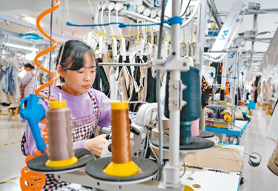 大陸去年12月製造業PMI為50.2,連續兩個月位於榮枯線以上,景氣穩中有升。(新華社)