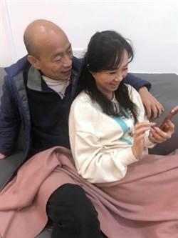 韓國瑜李佳芬臉書「恩愛照」揭謎底:看孵蛋破殼
