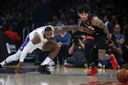 NBA》湖人2020年首戰 詹皇大三元射日