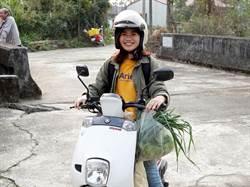 每周騎車往返至54公里 中正大學研究生助社區賣菜