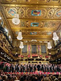 剛指揮完維也納新年音樂會 尼爾森斯提字送暖台灣樂迷