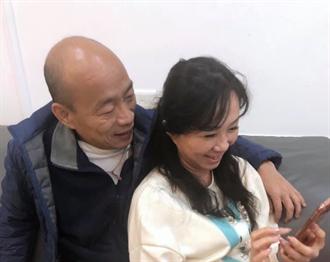 韓國瑜擁李佳芬入懷 合體曬恩愛「你們越黑我們越好」!