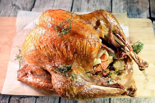 〈The Leaf〉的廚房可生產各式食物菜餚,包括節慶時享用的〈烤火雞〉。(圖/姚舜)