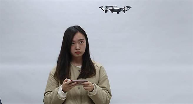文化大學土資系遙測學,利用空拍小飛機取得遙測所需資訊。(Campus編輯室攝)
