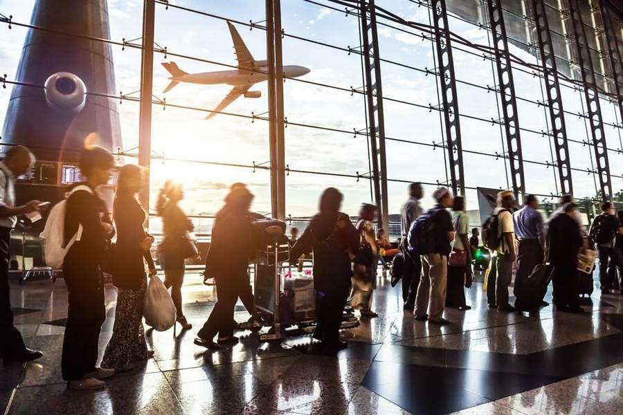 小資族曝出國省錢秘招,隨時關注廉價航空,搶購最優惠機票。(達志影像/shutterstock)