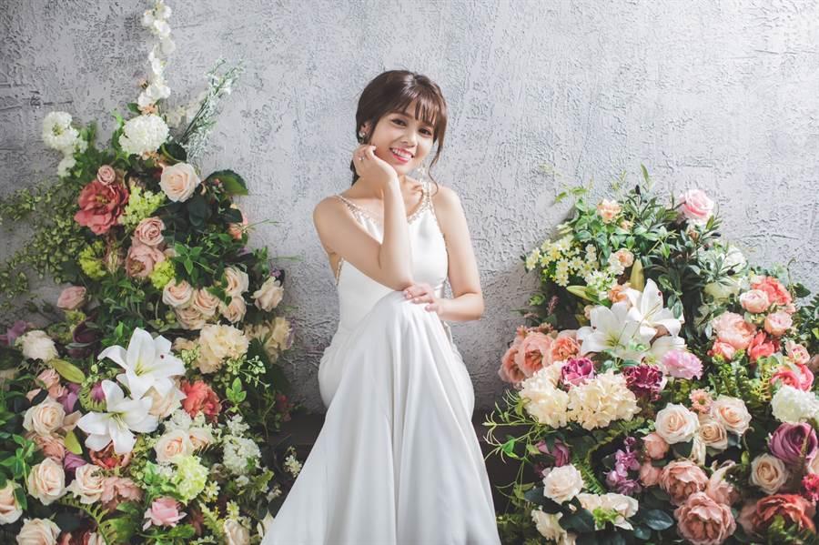 陳諺瑩甜蜜待嫁,本月將完婚。(圖/中天提供)