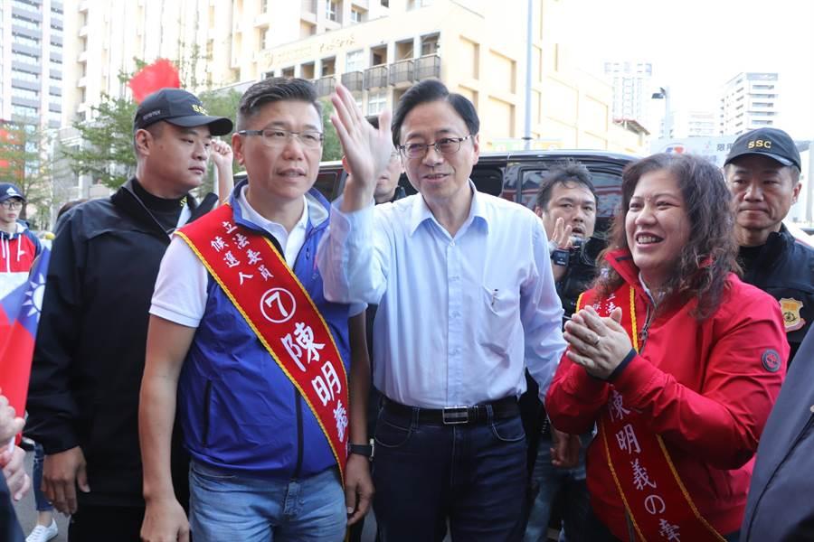 國民黨副總統候選人張善政今(2)日來到新莊輔選陳明義。(吳亮賢攝)