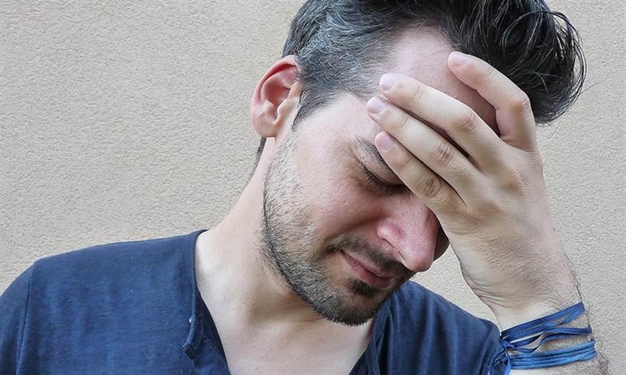 腦瘤的症狀跟其他腦部疾病頗相似,因此需要進一步檢查才能找到原因。(圖/Pixabay)