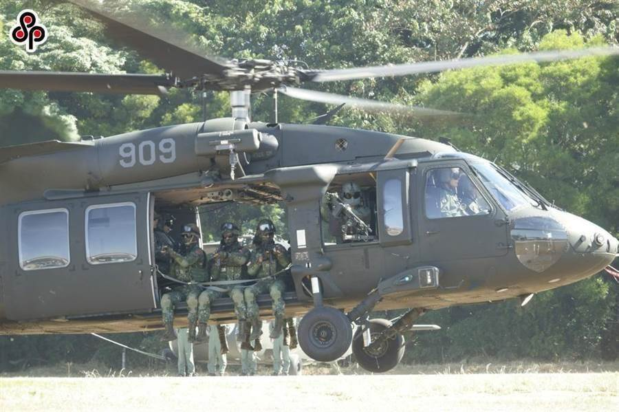 國防部UH-60M黑鷹直升機在宜蘭山區失事。(中時資料照)