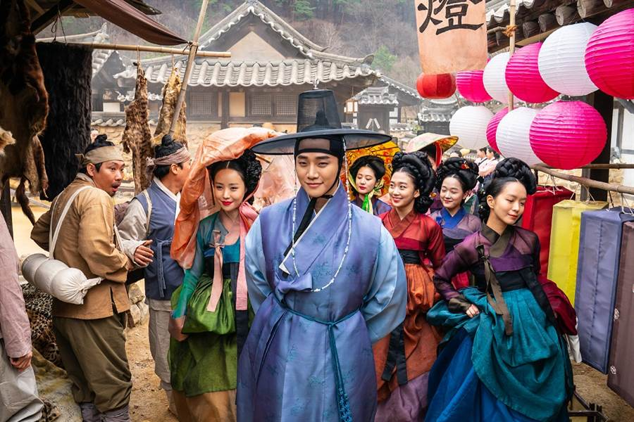 2PM李俊昊飾演朝鮮第一名男妓生,治癒女心。(圖/車庫娛樂提供)