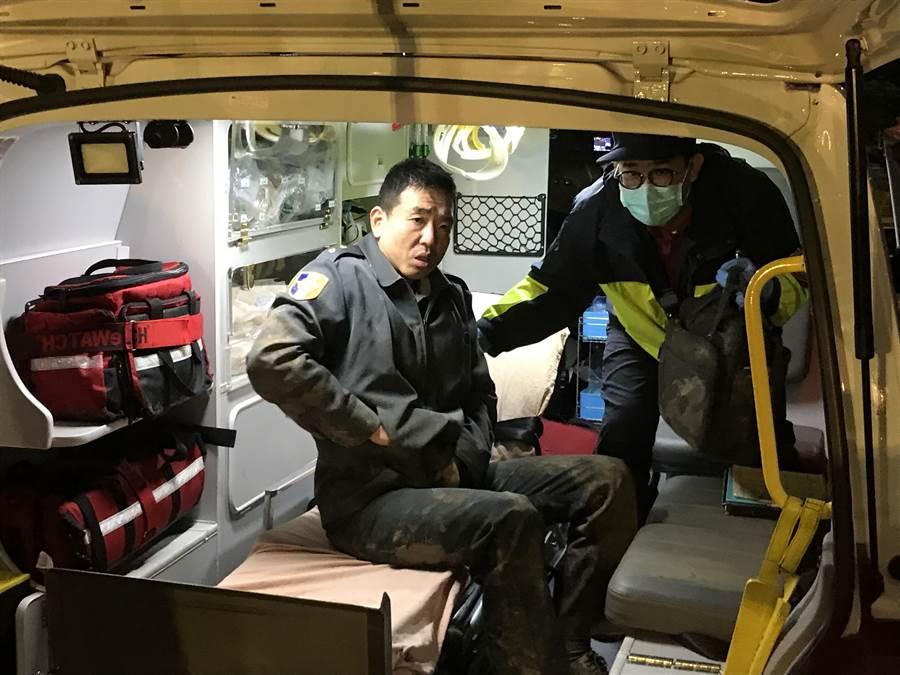 黑鷹直昇機墜機事件中幸運生還的4名傷者,陸續送達陽大醫院救治。(胡健森攝)