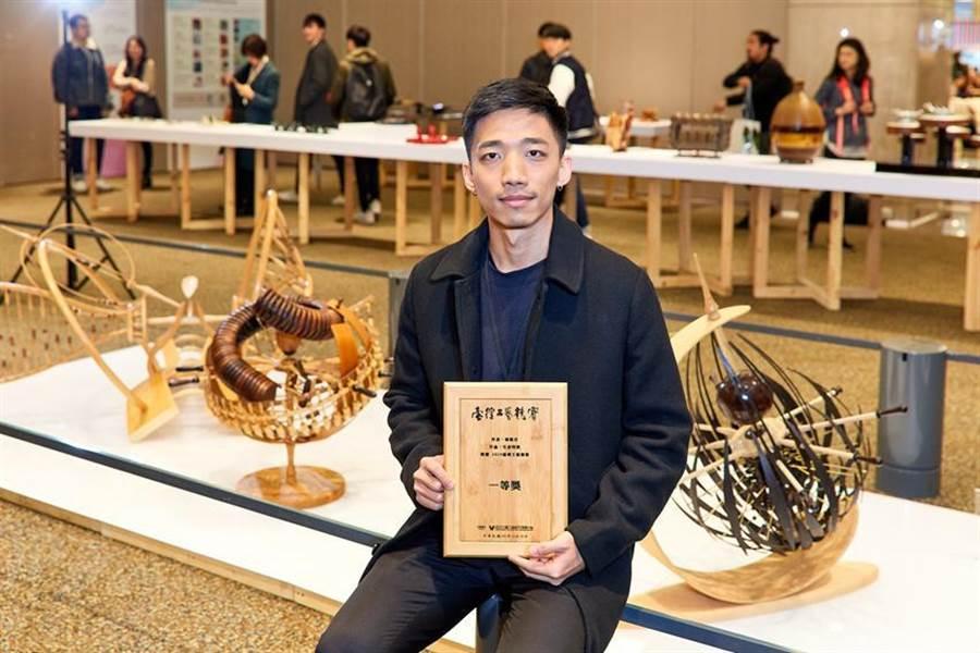 本屆一等獎百萬大賞由台藝大工藝設計系應屆畢業生獨得,為台灣工藝界注入新世代創作能量。(圖/新光三越提供)