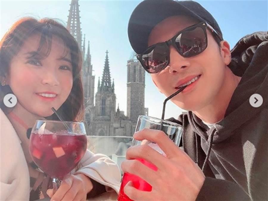 李莞和新婚妻子高球天后李寶美到西班牙度蜜月曬美照。(圖/翻攝自李寶美IG)