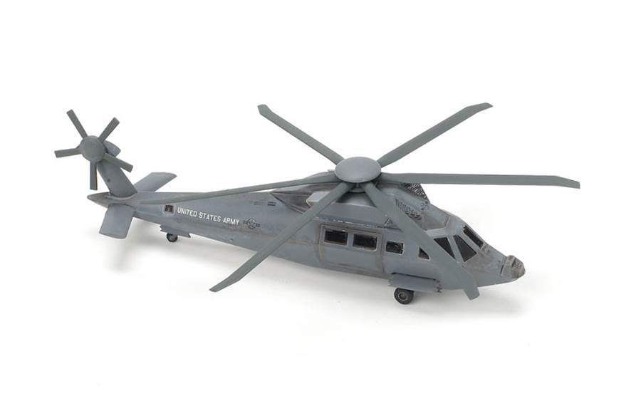 威龍公司在2011年推出的匿蹤黑鷹模型。(圖/威龍)