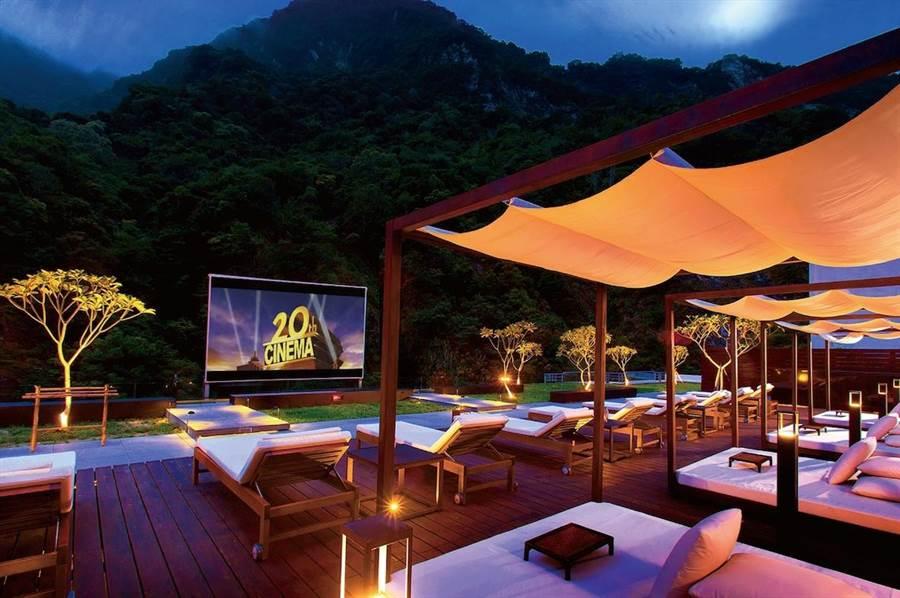 太魯閣晶英酒店的房客可免費使用飯店設施,包含每晚頂樓的峽谷星空電影院。(太魯閣晶英酒店提供)