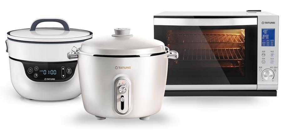 大同推出「大同複合料理無水鍋」(左起)、珍珠白款「大同百年電鍋」「大同全功能蒸烤箱」等多功能時尚廚房家電系列。圖/業者提供