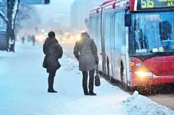 俄公車暴雪中拋錨 乘客全凍成雪人