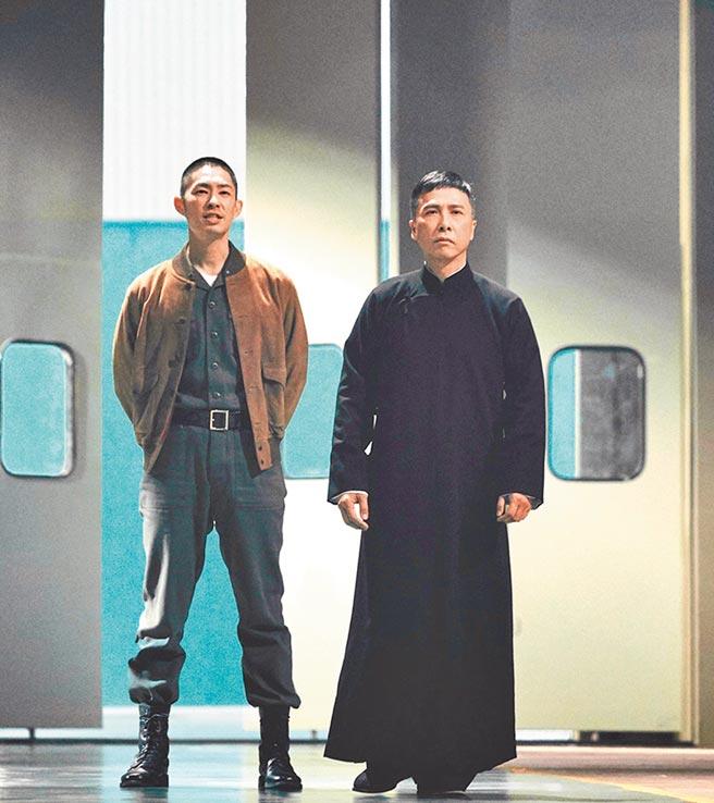 吳建豪(左)與偶像甄子丹合作的每一天都很難忘。(華映娛樂提供)