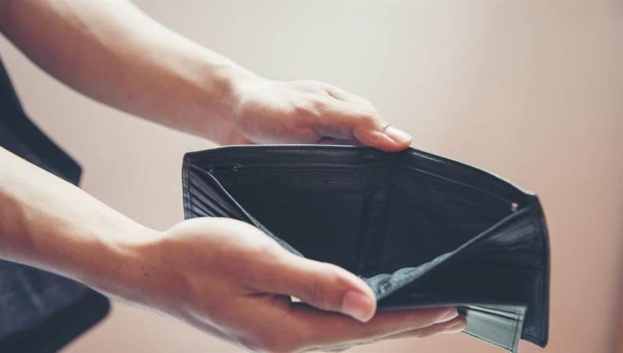 命理師揭錢包這樣用 小心易破財。(示意圖/達志影像/shutterstock提供)