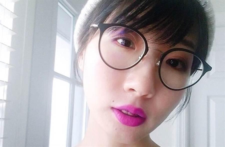 廣告小妹在臉書公開表態支持蔡英文。(圖/凡槿(廣告小妹)臉書)