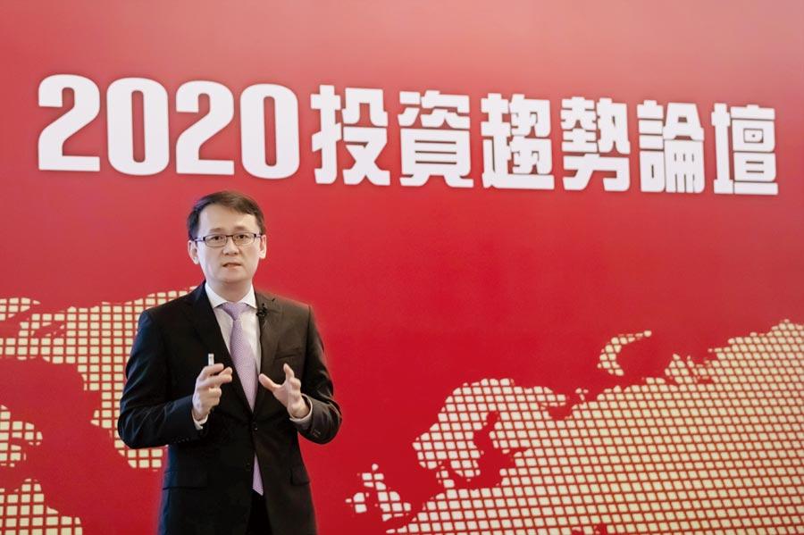 台新銀行於全台舉辦2020投資趨勢論壇。針對今年的投資布局,該行執行副總經理黃培直建議,以「收益優質化、布局三高化、配置平衡化、調整動態化」四策略為主軸。圖/台新銀行提供