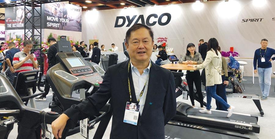 岱宇國際董事長林英俊,親自介紹Sole品牌電動跑步機的各項功能。圖/劉朱松