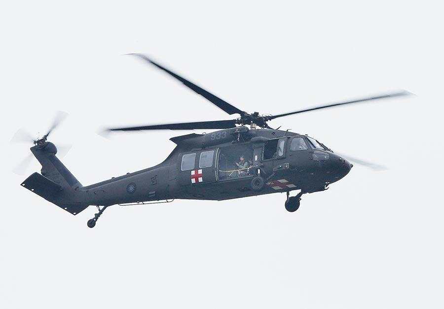 國軍UH-60M編號933的黑鷹直升機2日失事釀成參謀總長沈一鳴上將等8死嚴重意外,該直升機於2019年「漢光35號演習」花壇戰備道起降任務,擔任現場媒體空拍的任務機。(陳怡誠攝)