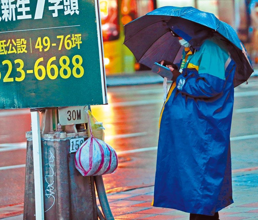 無薪假截至去年12月底前突破3000人,對此,台灣大學國家發展所副教授辛炳隆表示,雖然整體經濟情勢預估看似不錯,但無薪假也顯示個別產業如太陽能等不佳,。(本報資料照片)