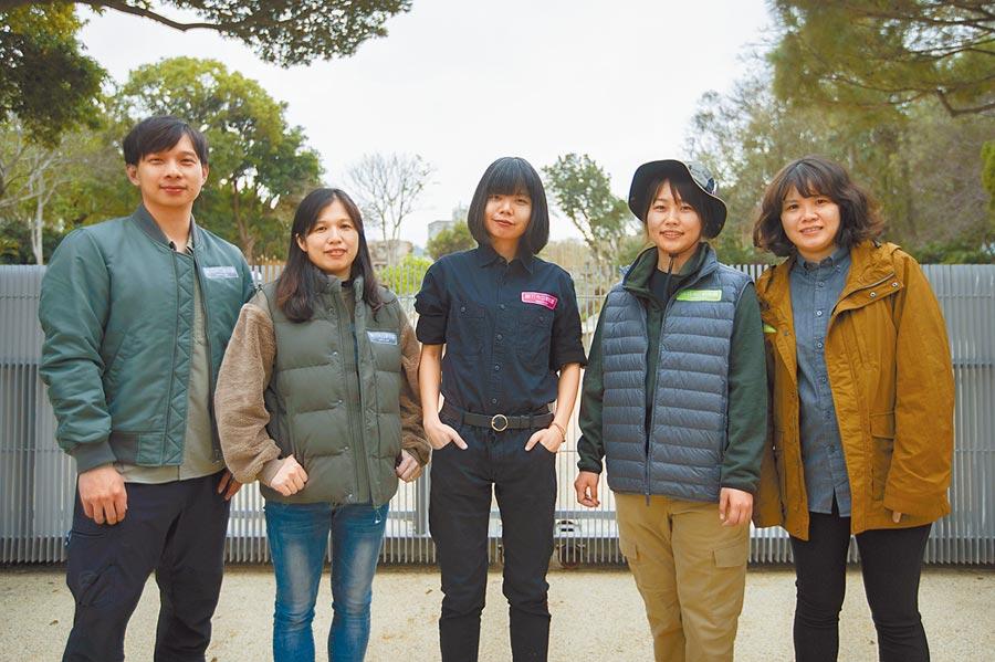 新竹市立動物園獲日本知名服裝品牌肯定與認同,特別贊助深具時尚感的制服,整體視覺超吸睛。(新竹市政府提供/陳育賢新竹傳真)