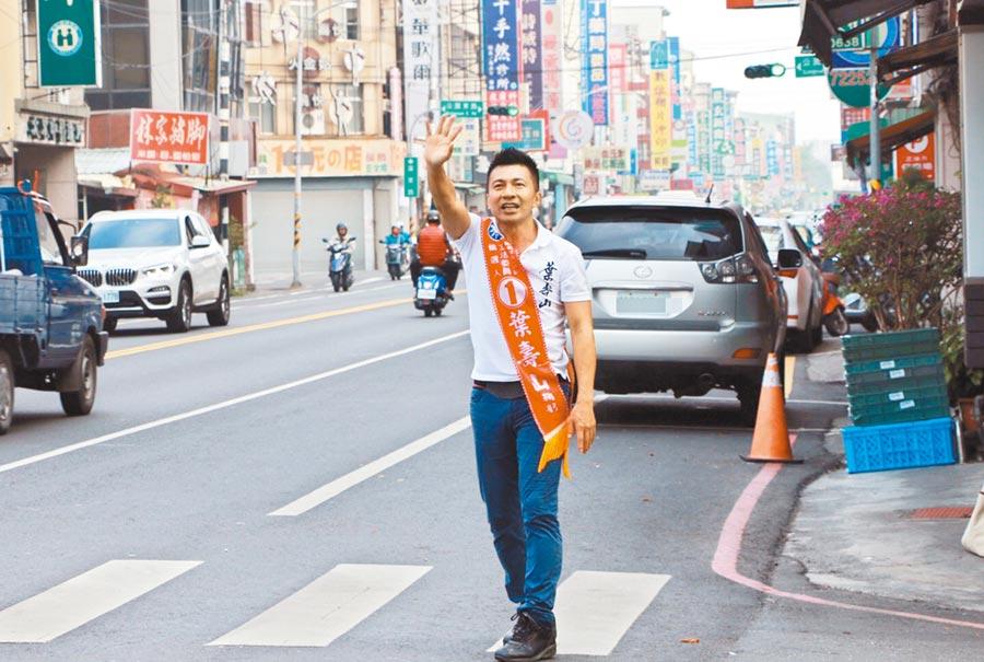 國民黨立委候選人葉壽山選在屏東市街頭拜票,主攻選區票倉。(林和生攝)