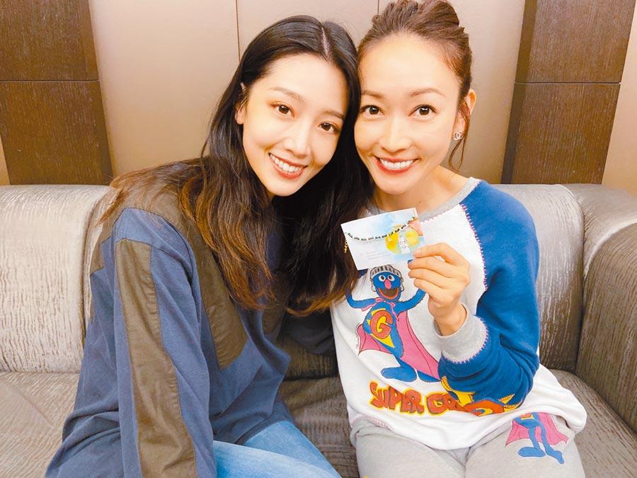 潘慧如(右)與黃薇渟在新戲扮演母女,戲外則是姊妹情。(球狀星團娛樂提供)