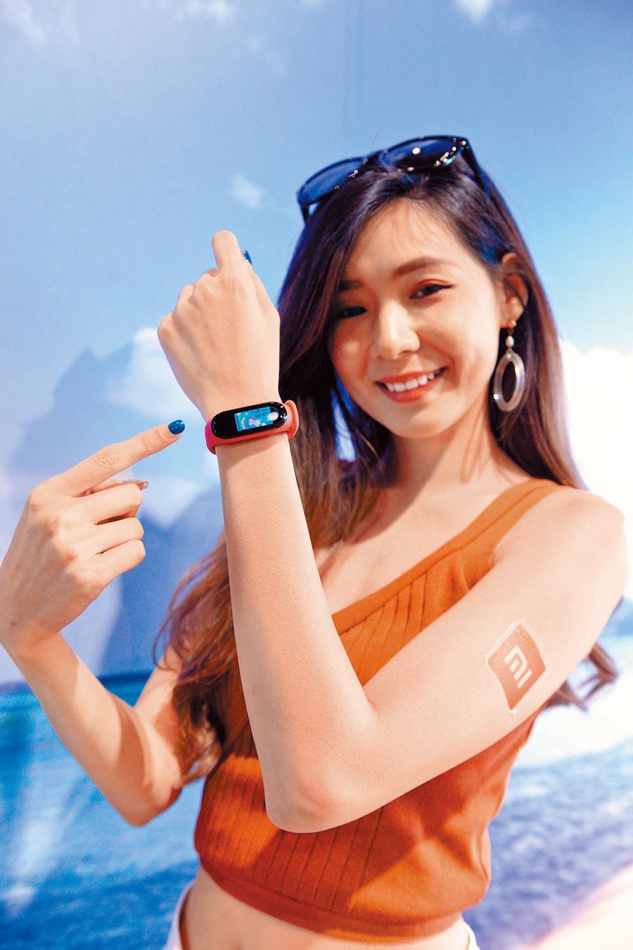 新光三越「小米專賣店」熱銷冠軍是小米手環4,865元。(本報資料照片)