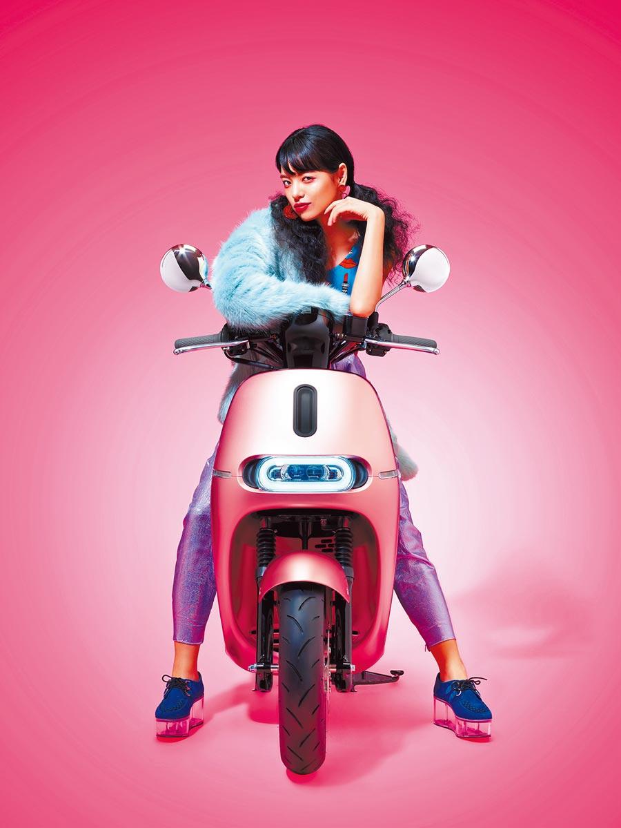 第3名 Gogoro 2 Delight粉紅突襲新色車款,掀起市場話題。(Gogoro提供)