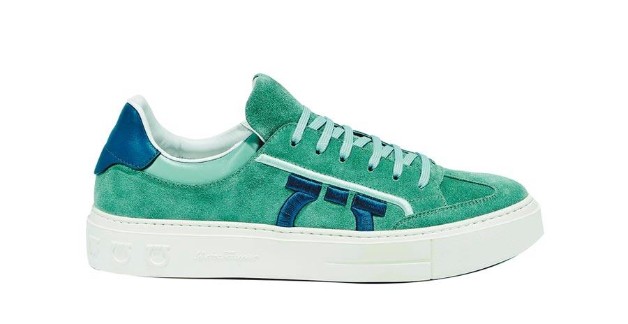 Ferragamo BORG灰藍色麂皮休閒鞋,2萬5900元。(Ferragamo提供)