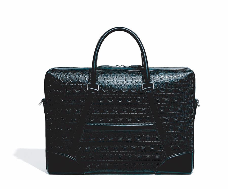 Ferragamo TRAVEL EMBOS黑色牛皮提包,6萬9900元。(Ferragamo提供)