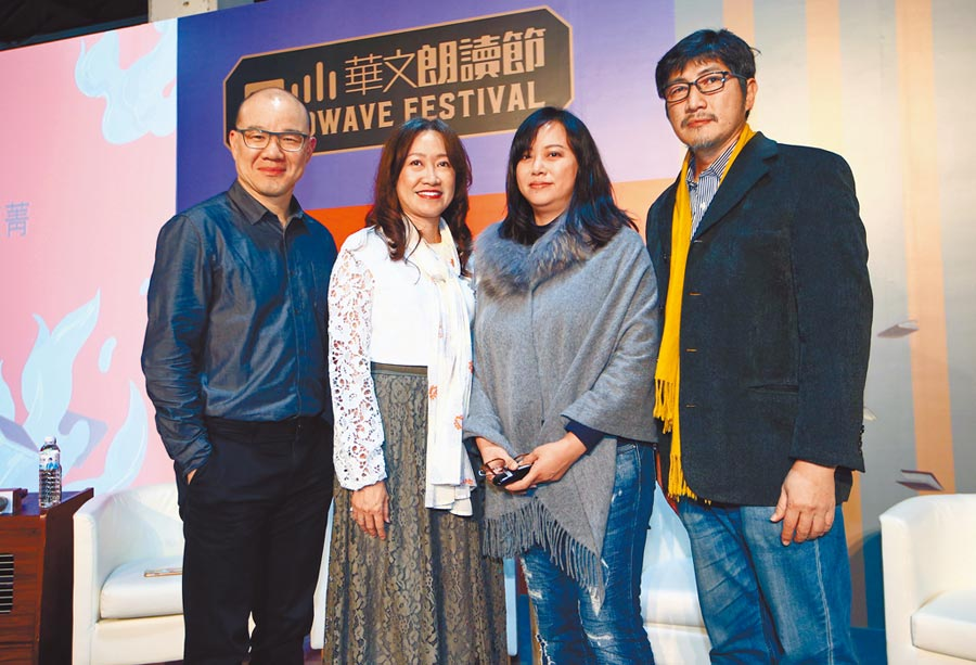 胡金倫(左起)、張文婷、張惠菁、廖志峰等四位出版社總編輯分享編輯的故事。(陳信翰攝)