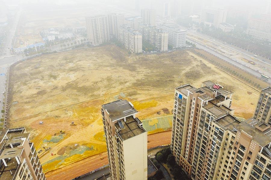 大陸1日起為集體建設用地入市撤障礙,圖為湖南長沙一樓盤空地。(中新社)