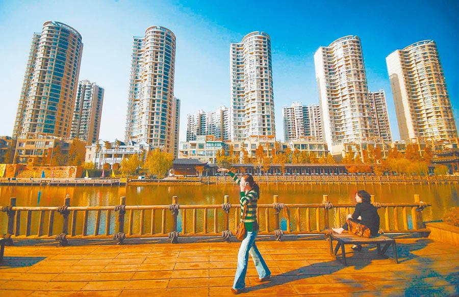 大陸百城住宅均價漲幅,連續多月維持在低位區間。圖為南京一處樓盤。(中新社資料照片)