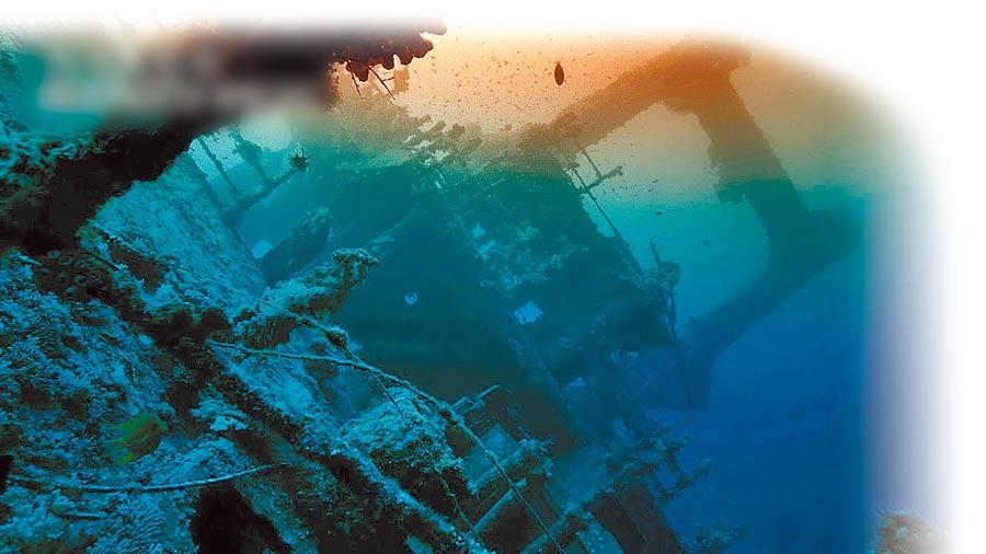 大陸紀錄片《水下中國》每一集聚焦一個主題,圖為片中沉船。(取自新浪微博@一條)
